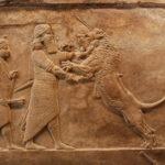 Ashurbanipal matando a un león